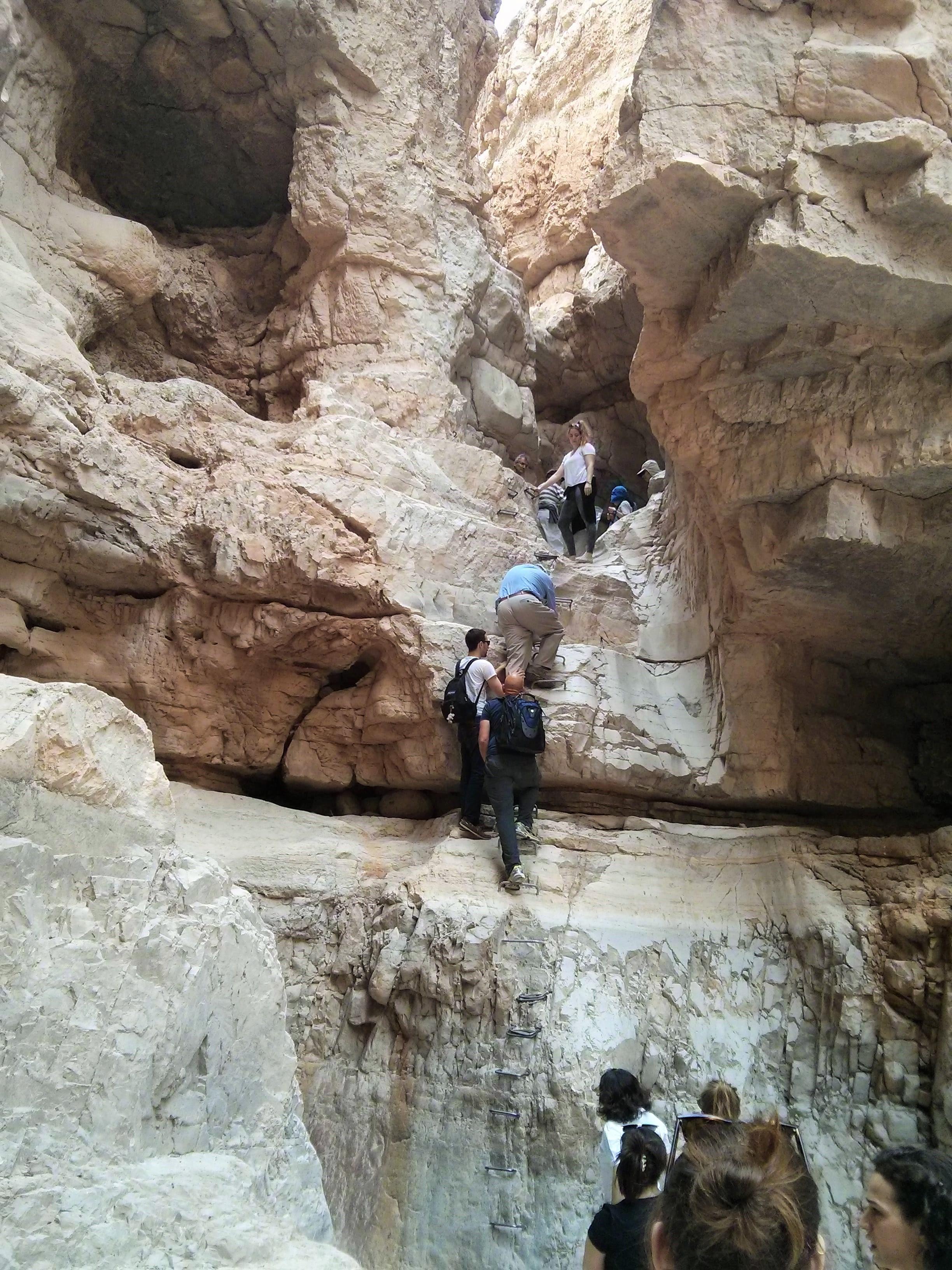 מערות בנחל אוג