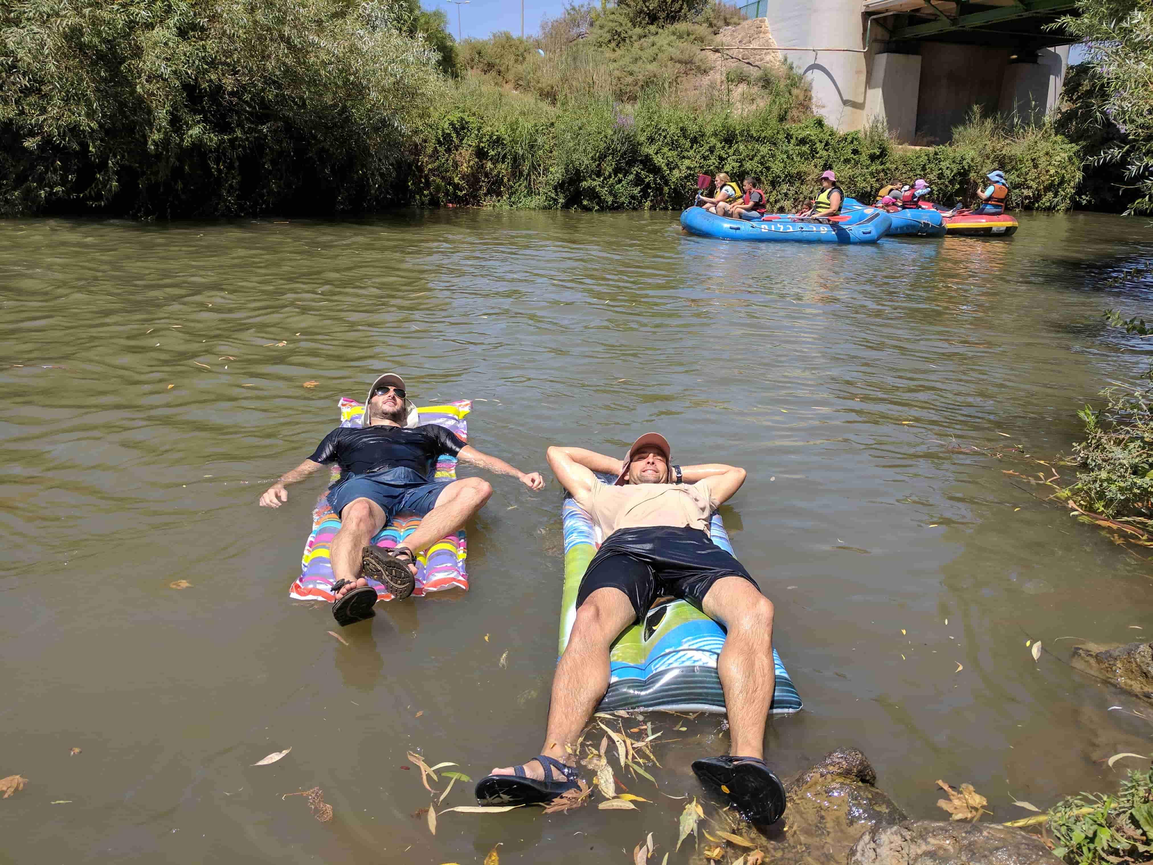 טיול מים בנחל חרמון סוף