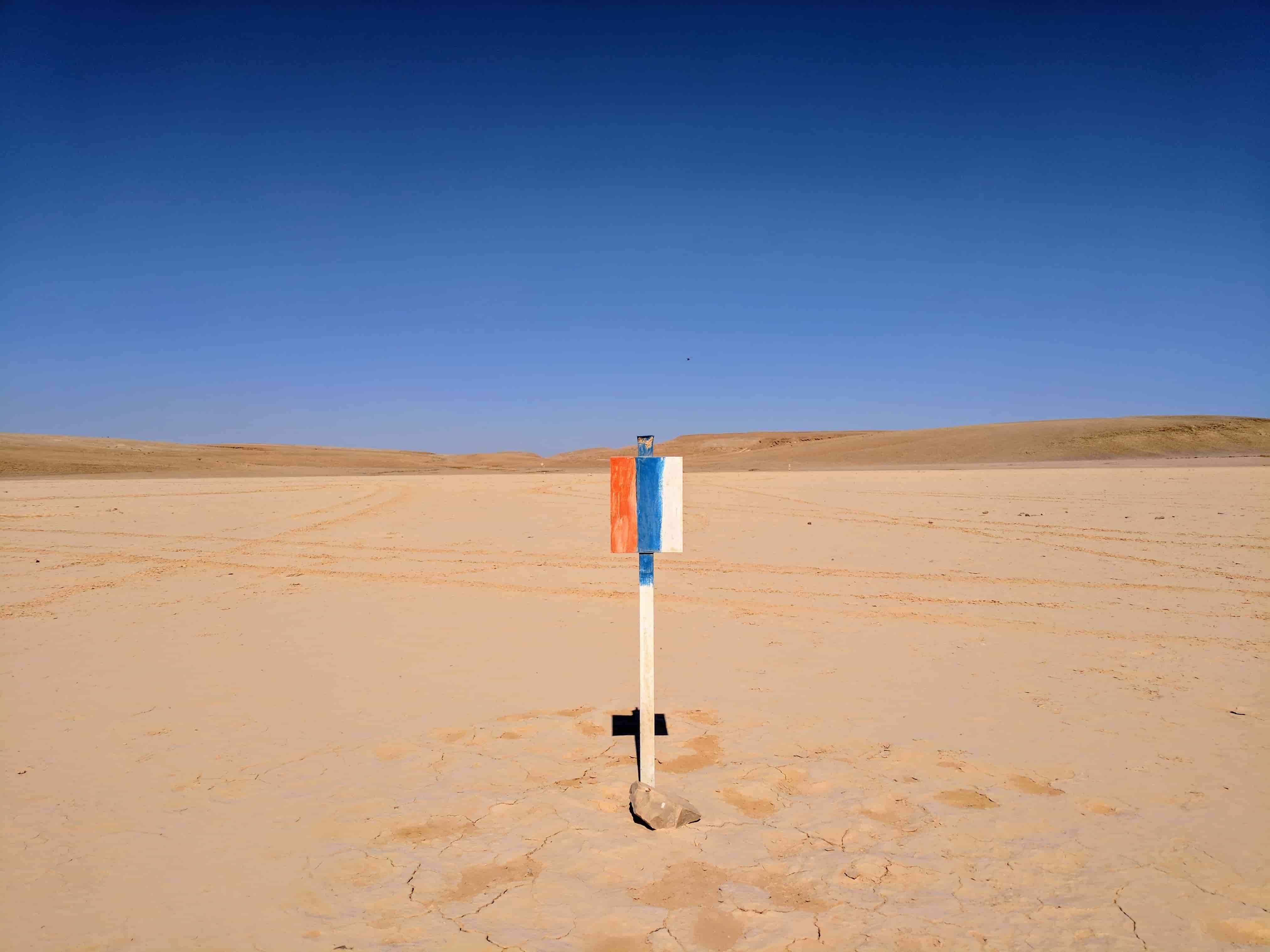 סימן בודד במדבר